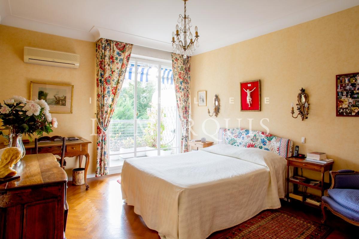 Autre chambre ouverte sur le balcon