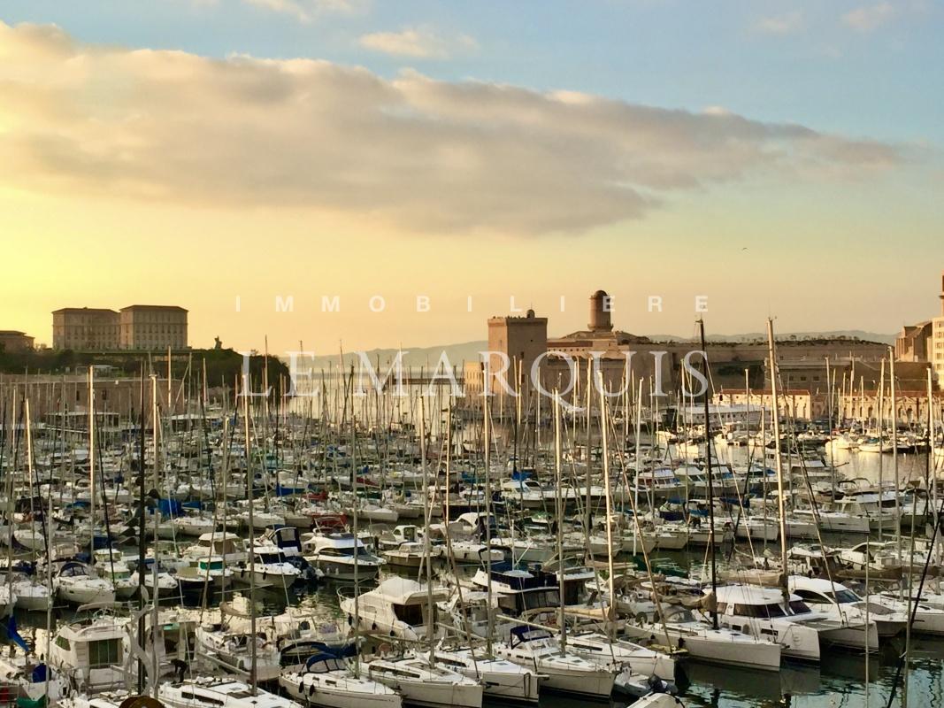 Vue exceptionnelle sur le Vieux-Port jusqu'à la mer